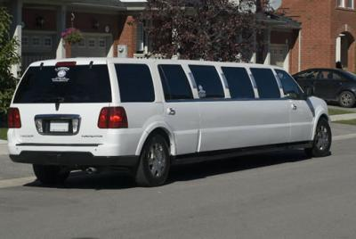 Prom Night Limousine Services Lincoln Navigator 14 Passenger suv